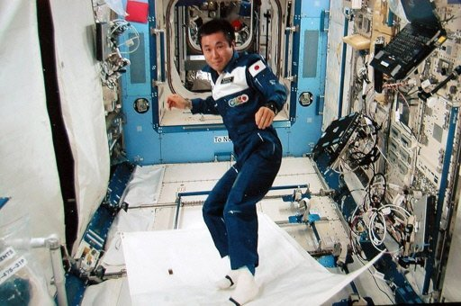 Surf astronaute